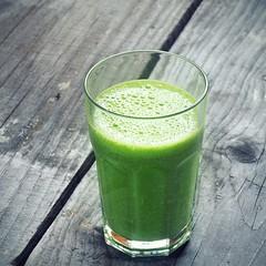Green & Detox Smoothie 😍  #smoothie #batidos #desayunosaludables #batidosdefruta #batidosnaturales #recetasaludables⠀⠀ #licuadosaludable #bebidassaludables #bebidavegetal⠀ #licuadoverde #bebidasnaturales #jugossaludables⠀ #licuadodefrutas #jugo
