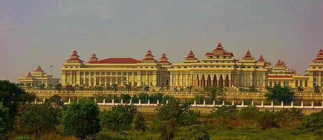 MYANMAR ,Burma - Naypyidaw /Hauptstadt -futuristisch auch das gewaltige Parlamentsgebäude, 78201/13426