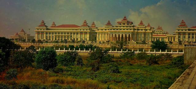 MYANMAR ,Burma - Naypyidaw /Hauptstadt -futuristisch auch das gewaltige Parlamentsgebäude, 78202/13427