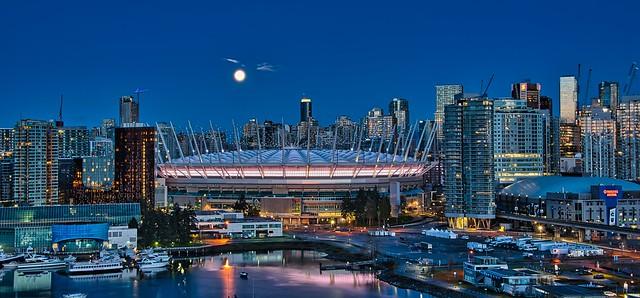 2021 - Vancouver - Fullish Moon Morning