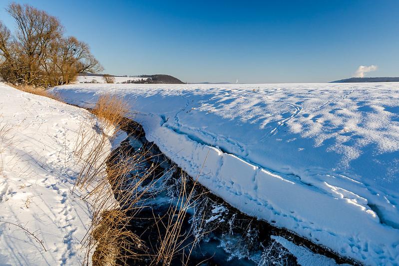 Schnee am Weserufer