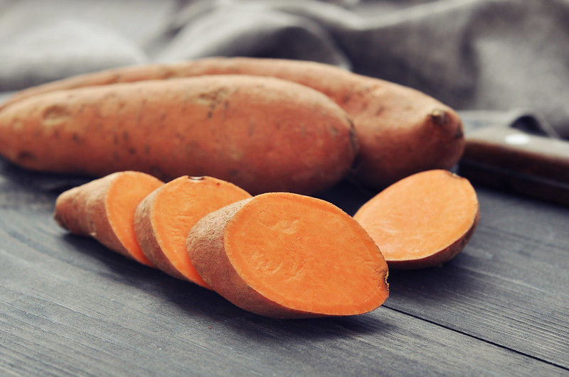 Raw,Sweet,Potatoes,On,Wooden,Background,Closeup
