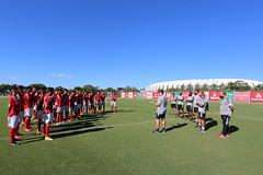 2020-02-26 Treinador Fu00e1bio Matias com o grupo de jogadores no gramado do CT Parque Gigante. Foto Ricardo Duarte/Internacional