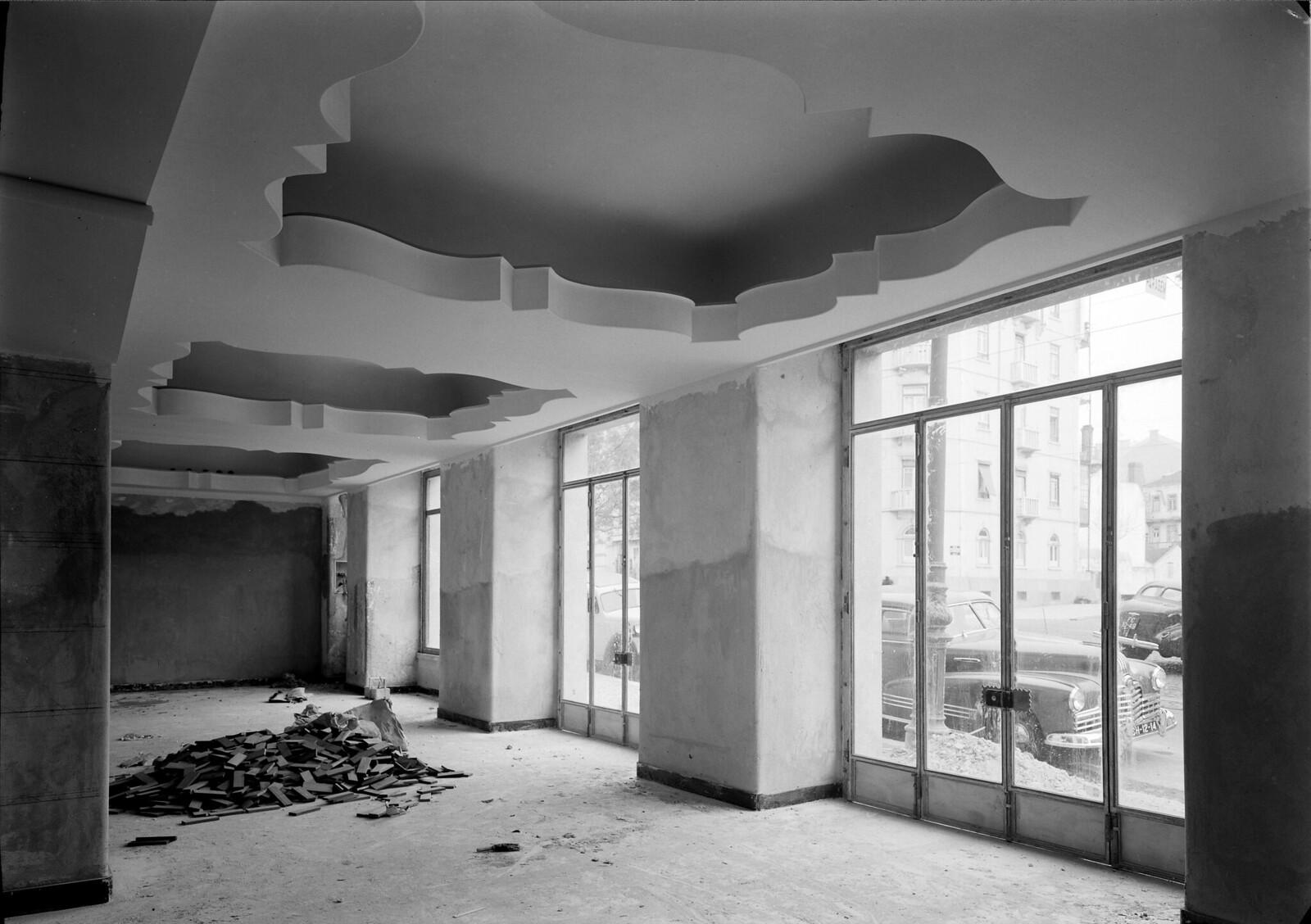 Interior de loja, Portugal (M. Novais, 1946-1952)