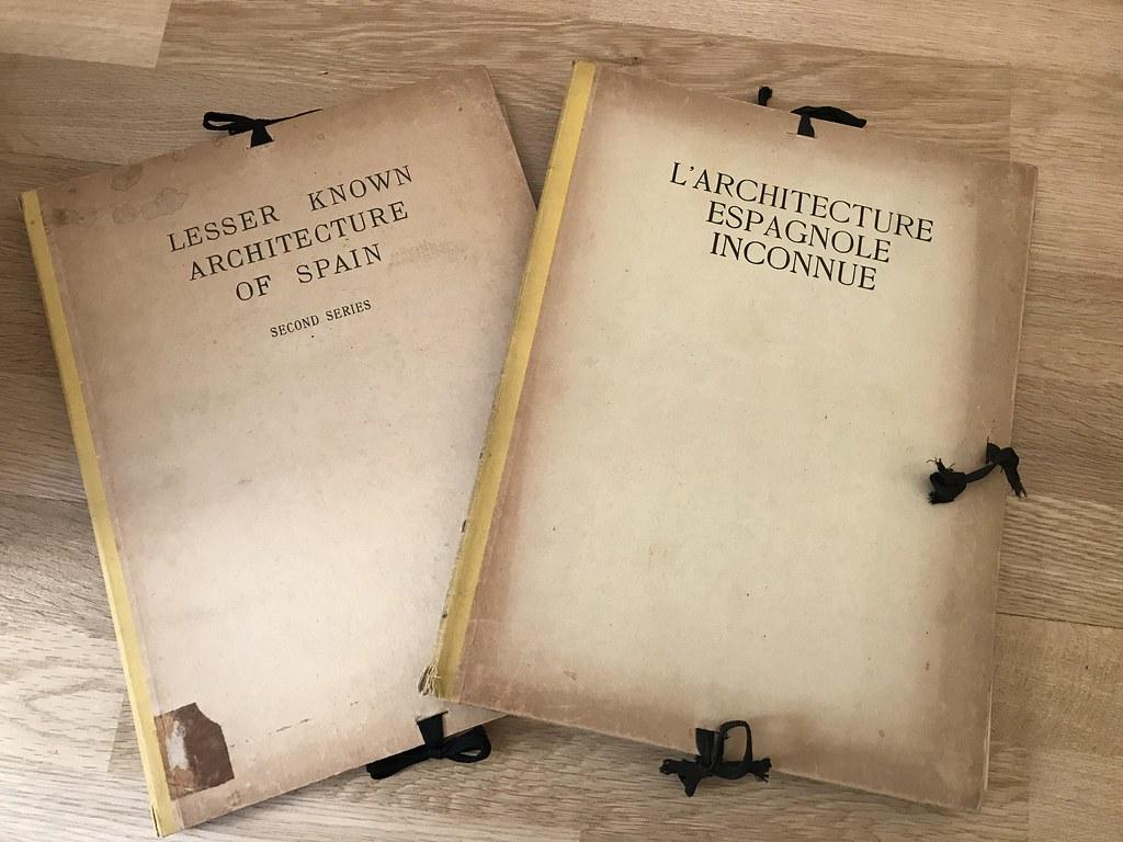 Libros de F. R. Yerbury sobre arquitectura española. Dos volúmenes. Colección de Eduardo Sánchez Butragueño.