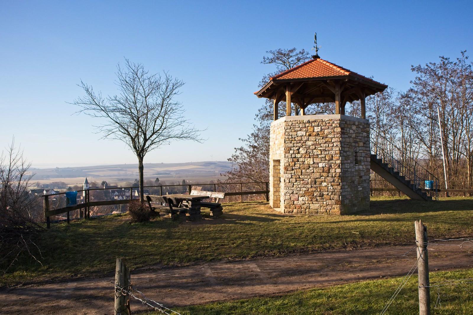 Schlossbergturm über Harxheim