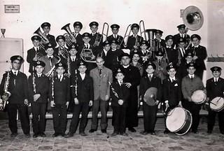 La banda dell'Oratorio con il M° Peppino Mallardi (primo in piedi in basso a sx) e don Giovanni Cipriani (al centro)