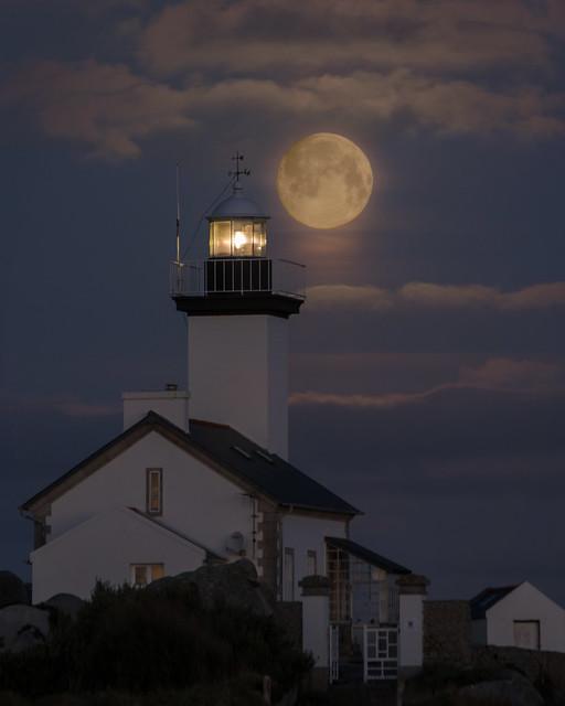 Coucher de lune sur Pontusval