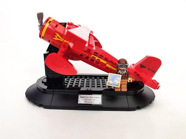 LEGO Amelia Earhart Tribute (40450)