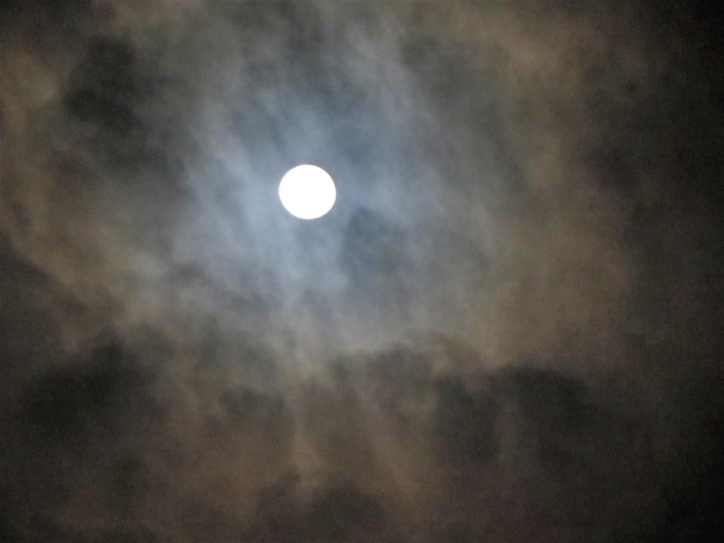La Lune hier soir. The Moon yesterday evening. EXPLORE.