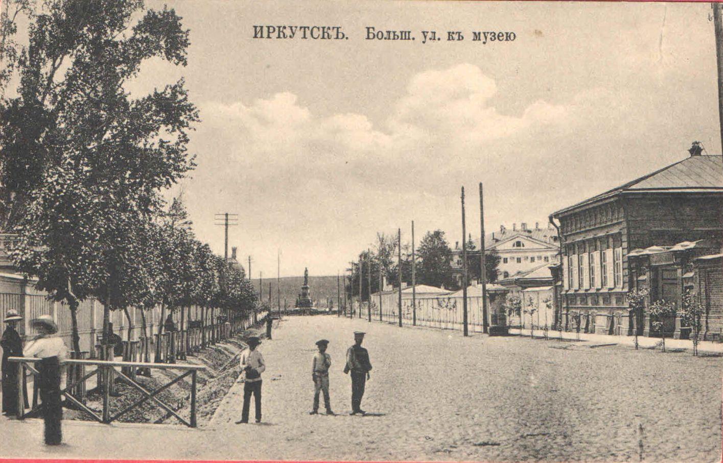 Большая улица к Музею и памятнику императору Александру III