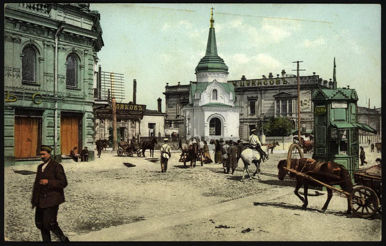 Угол улиц Большой и Ивановской. Часовня и банк Медведниковой