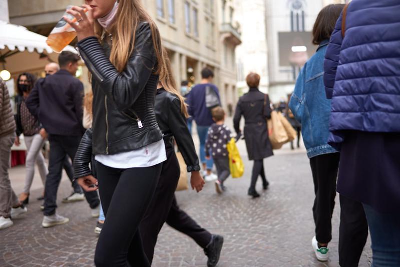Milano Street Walking - Downtown Bustle 3