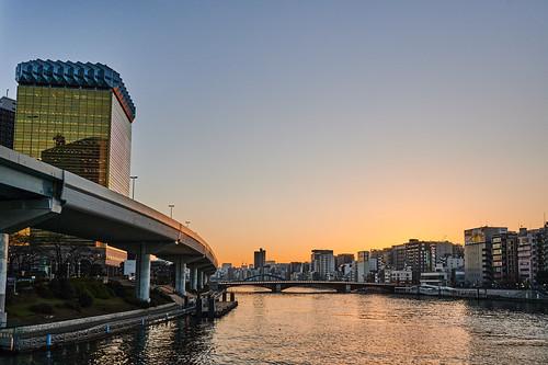 asahi beer sunset river goldenhour city cityscape skyline アサヒ ビール 日暮れ 夕方 川 夜景 都会 sumidariver asakusa tokyo japan 隅田川 浅草 東京