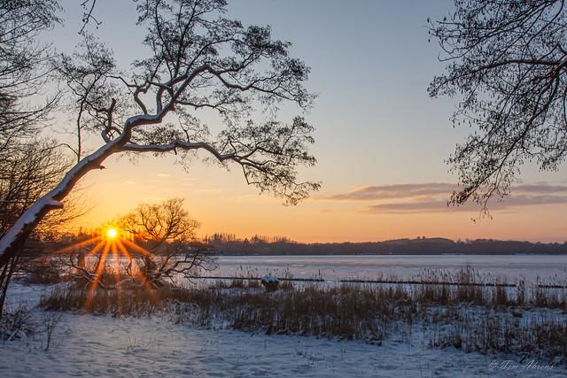 Sonnenuntergang am gefrorenen Jungfernsee mit Blick auf Belvedere | Sunset at Frozen Lake near Potsdam