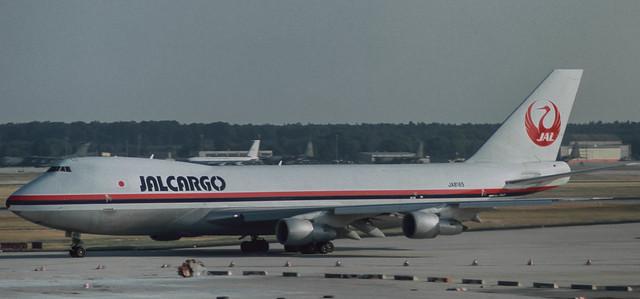JA8165 JAL Cargo 747-221F(SCD) at FRA 1985 (Rescanned)