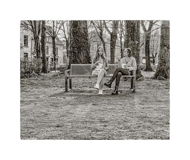 Bulle de deux sur un banc