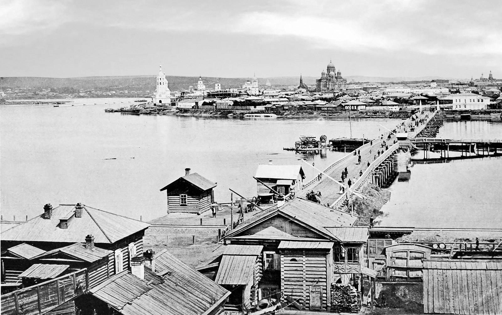 24. Общий Вид на город и понтонный мост