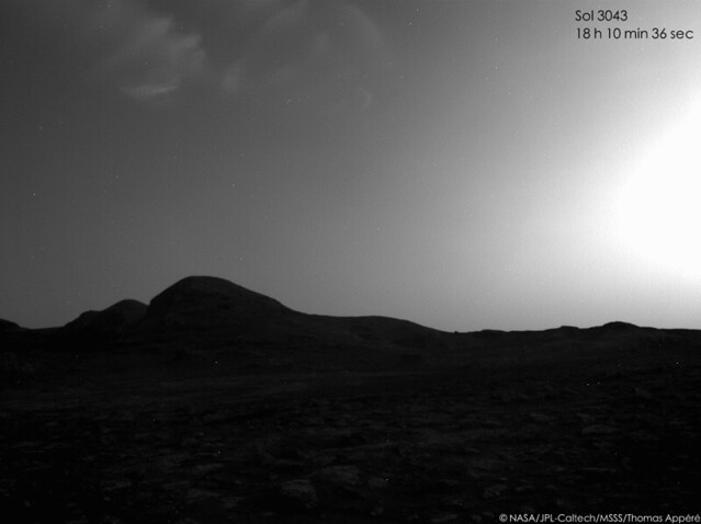 Clouds on late afternoon - sol 3043