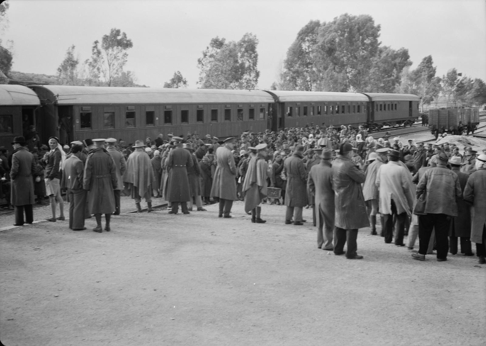 02. Панорама станции Вади Сарар во время выгрузки итальянских пленных