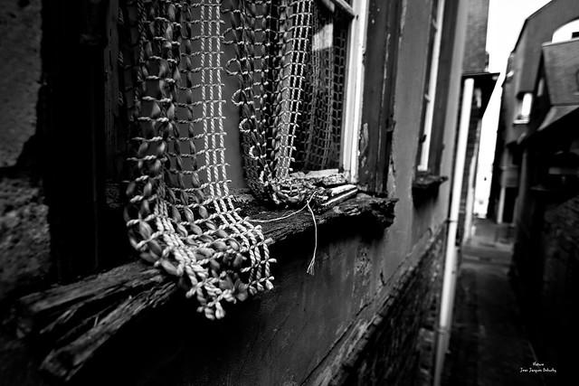 Le rideau déchiré