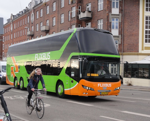 Flixbus route 632 contractor Silkebus Neoplan CA94254 is in sight of its destination
