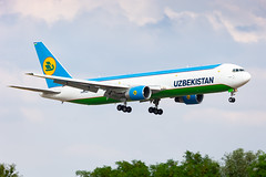 Uzbekistan B767F (UK67002) landing in Liège (EBLG)
