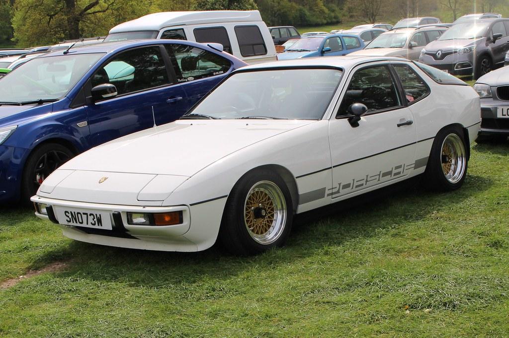 470 Porsche 924 (1980) SNO 73 W
