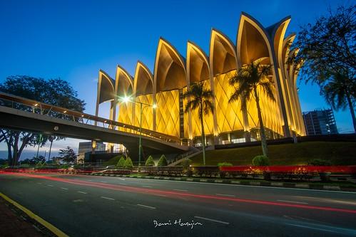 museum sarawak sarawakmuseumcomplex padangmerekakuching bluehour sunset architecture building lighttrails
