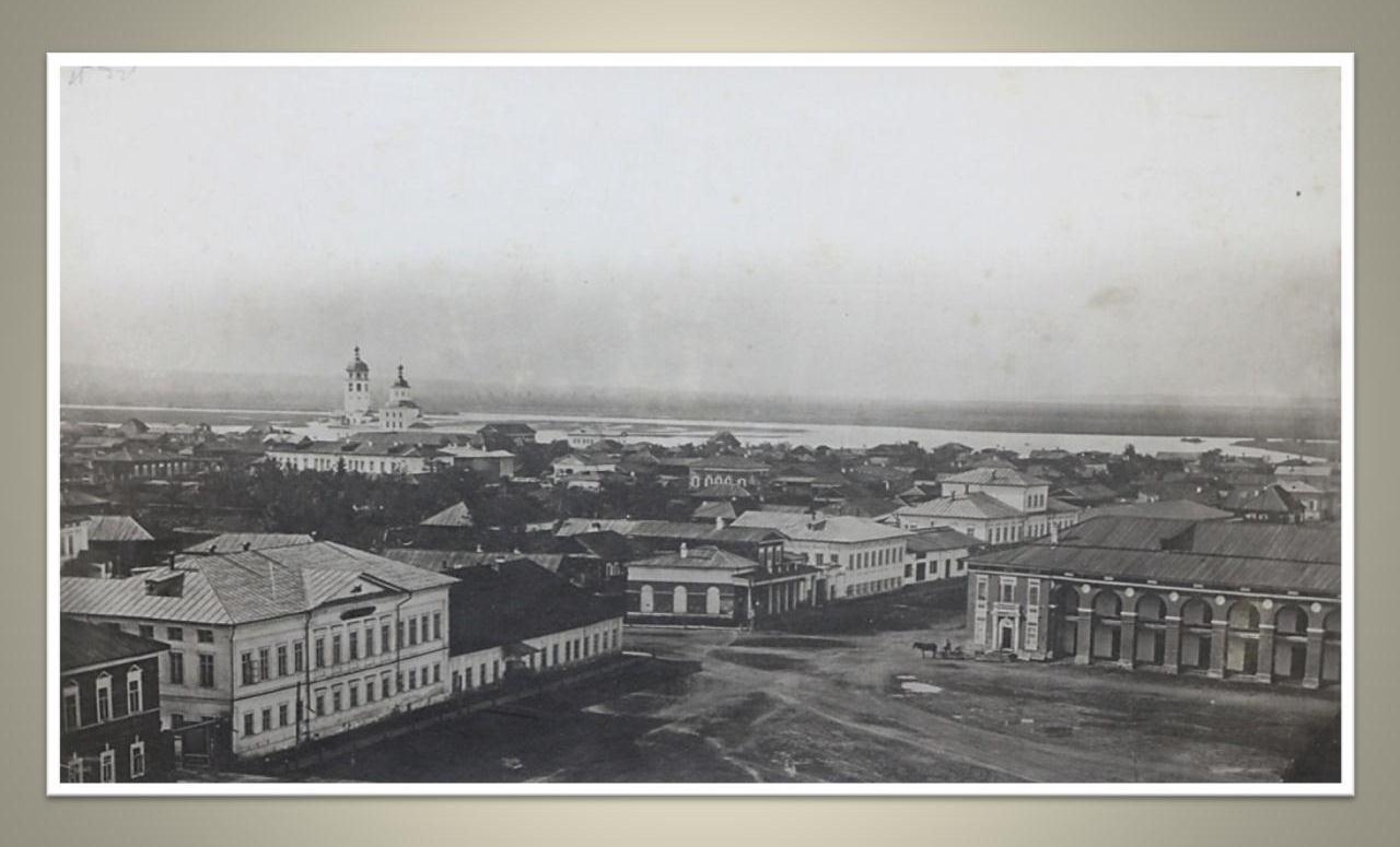 22. Панорама города с колокольни Тихвинской церкви. Вид на левую половину Тихвинской площади. 1865