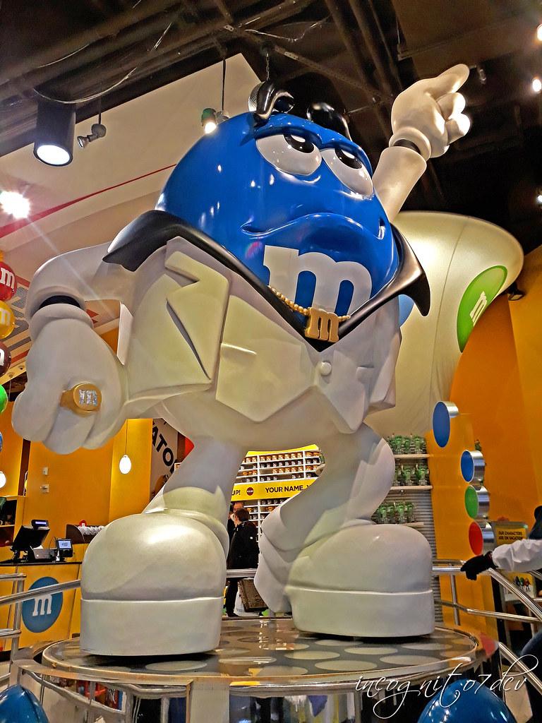 Inside M&M's World Times Square Midtown Manhattan New York City NY P00817 20181029_230523