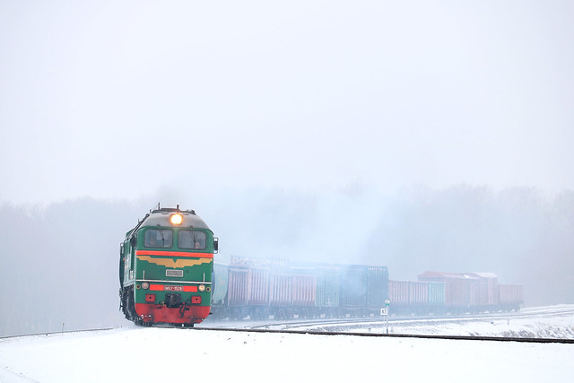 Tепловоз М62-1528 с грузовым составом на перегоне Могилёв-2/Могилёв-1.