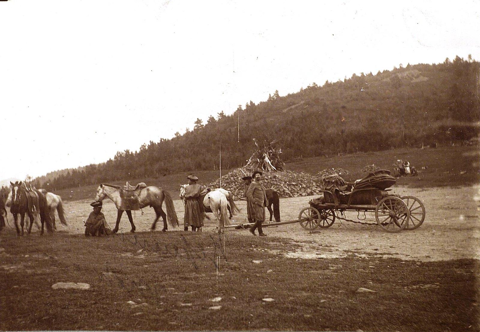 «Обо» (место поклонения духам местности) на вершине горы Тологой