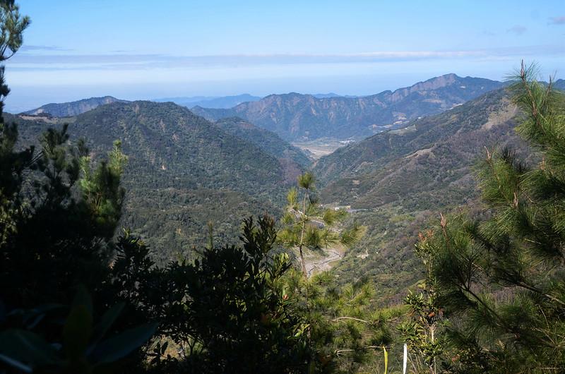 百川山西稜(H 1490 m)西望馬克連稜 1