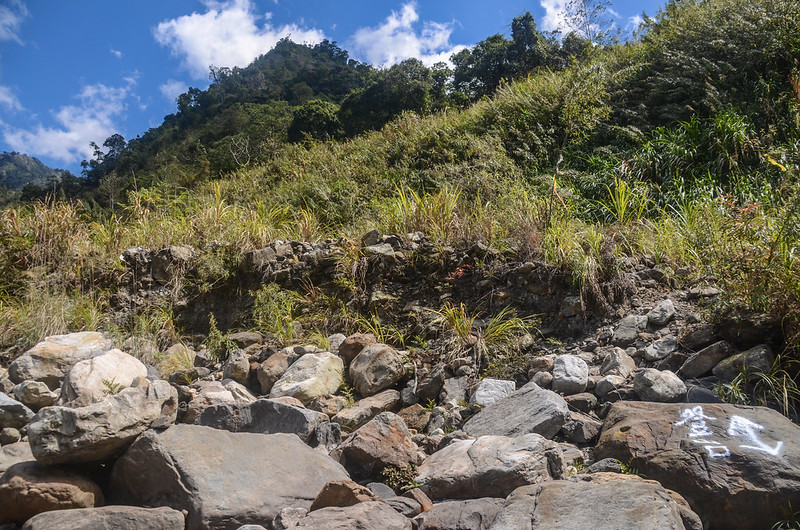 百川山雪山坑溪河床登山口 (2)
