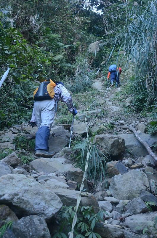 百川山西稜南面山坡陡升段