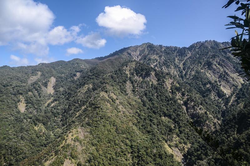 百川山西稜(H 1490 m)北望百志興保山 (1)