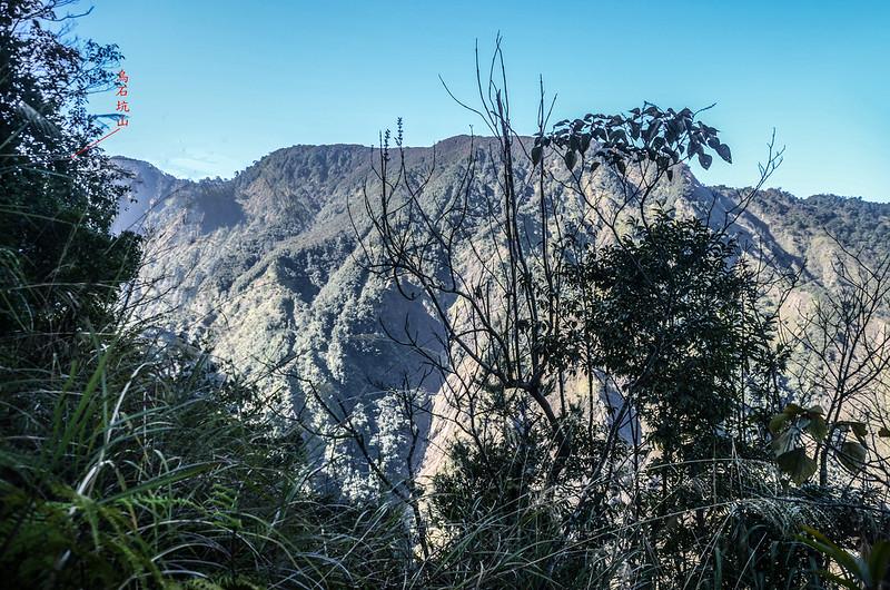 百川山西稜(H 1420 m)西南望烏石坑山~遠藤山連稜 1-1