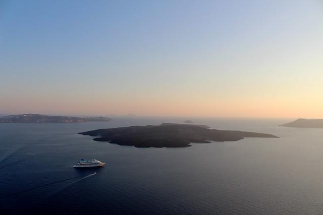 🇬🇷 View from Santorini to Nea Kameni / Изглед от Санторини към Неа Камени