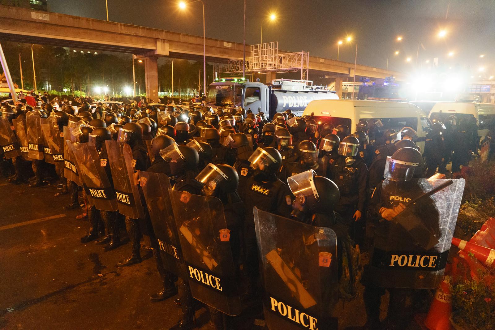 ตำรวจชุดคุมฝูงชนขณะปฏิบัติหน้าที่เมื่อ 28 ก.พ.2564