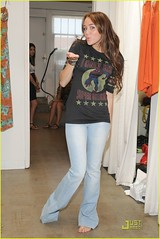 miley-cyrus-shopping-intuition-harmony-lane-10