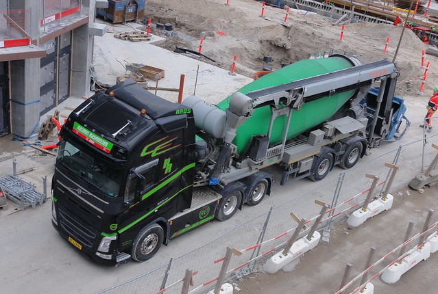 Volvo FH BT12643 supplies concrete to a bucket attached to a crane