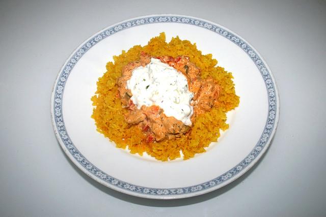 Gyros in sour cream sauce - Leftovers II / Gyrosgeschnetzeltes in Schmandsauce - Resteverbrauch II