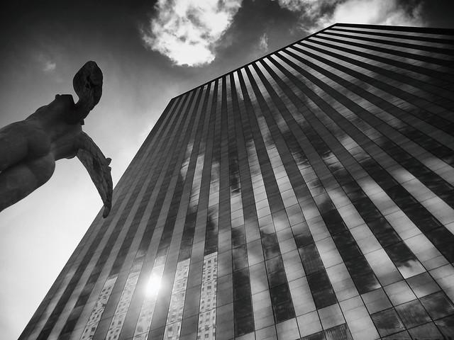 Ikaria, Monochrome version - La Défense