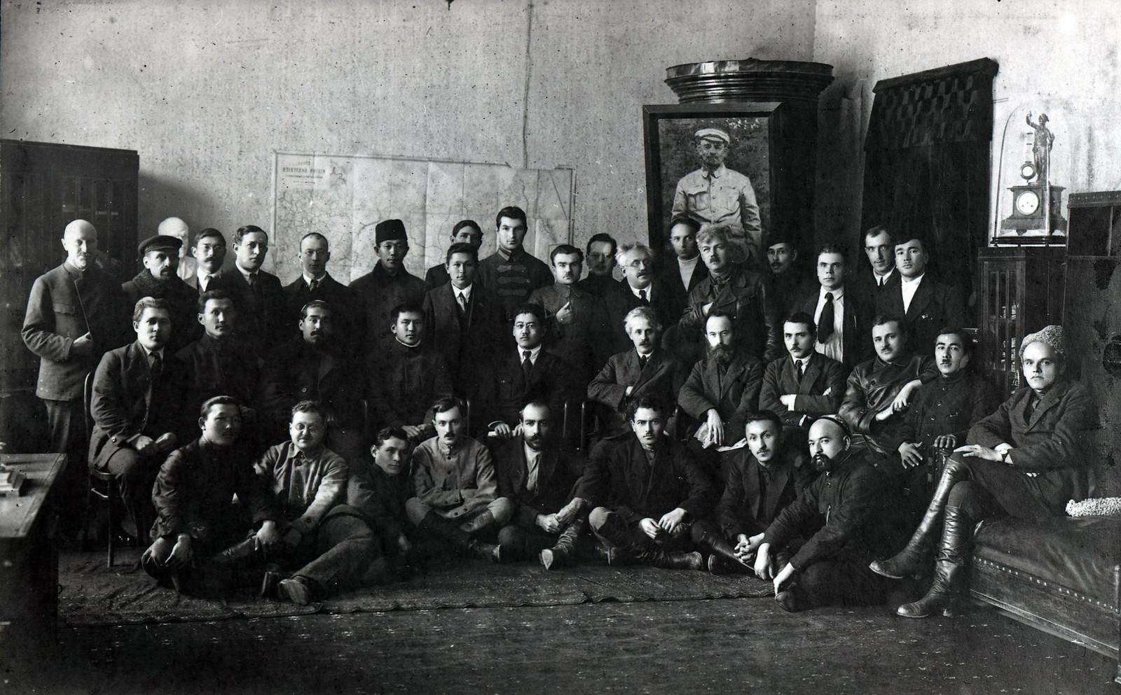 Члены Совнаркома Туркестанской Советской Республики. В пер