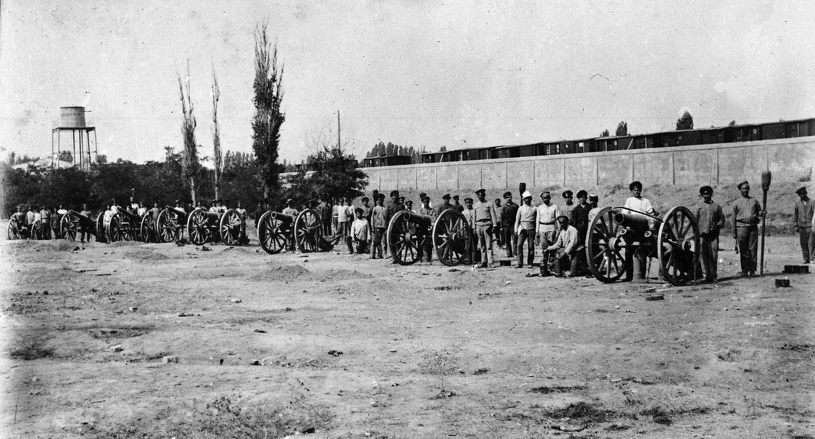 Рабочая крепость (главные железнодорожные мастерские) в январские дни, во главе с Г. Колузаевым