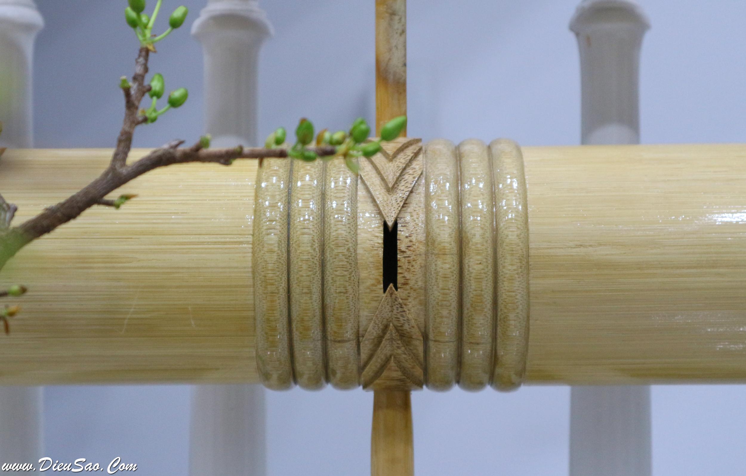 Ốn sáo cái chạy chỉ 3, khắc hình xương cá