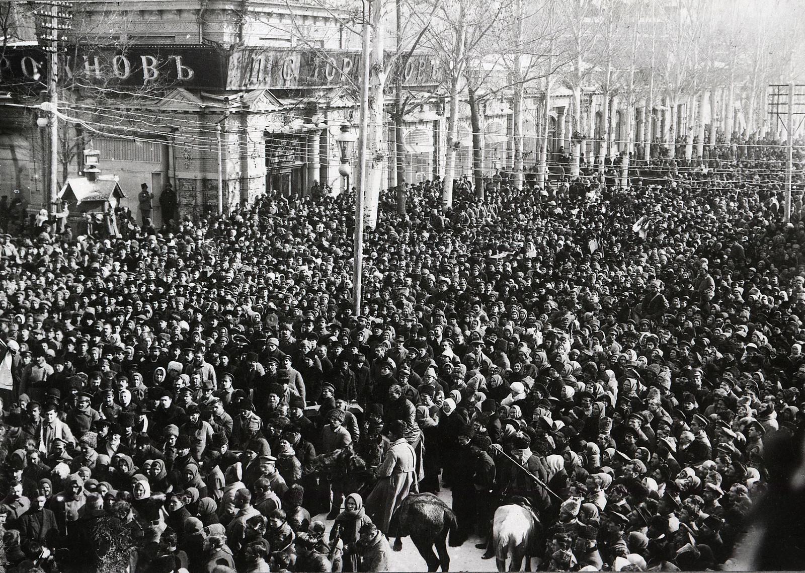 Похороны жертв январских событий. Ташкент, перекресток улиц Соборной и Ирджарской