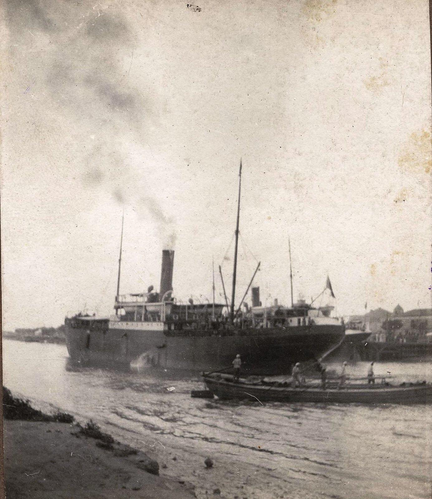 08. Набережная. Пароход и лодка у пристани на Ангаре. 1910