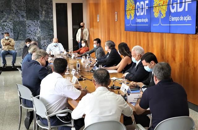 Governador Ibaneis reunido com empresários